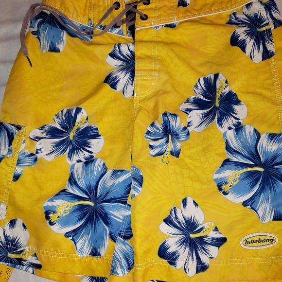 Billabong sz. 31 yellow Board Shorts